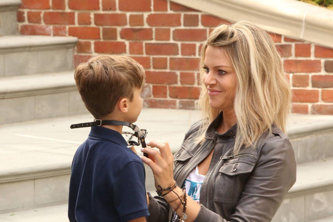 Auch wenn Mickey (Kaitlin Olson, r.) es niemals zugeben würde, hat sie ihren Neffen Ben (Jack Stanton, l.) ein wenig ins Herz geschlossen ... - Bildquelle: 2017 Fox and its related entities.  All rights reserved.