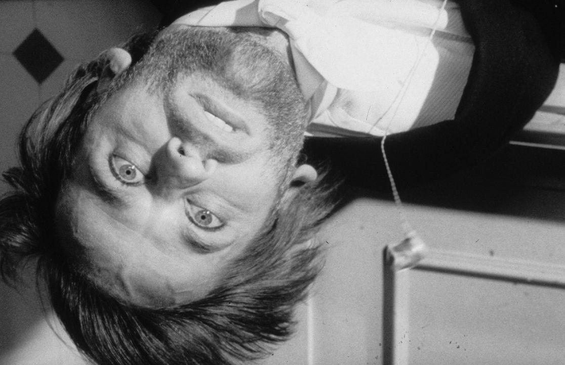 Edwards (Klaus Kinski) war ein Opfer des Hexers ... - Bildquelle: Constantin Film