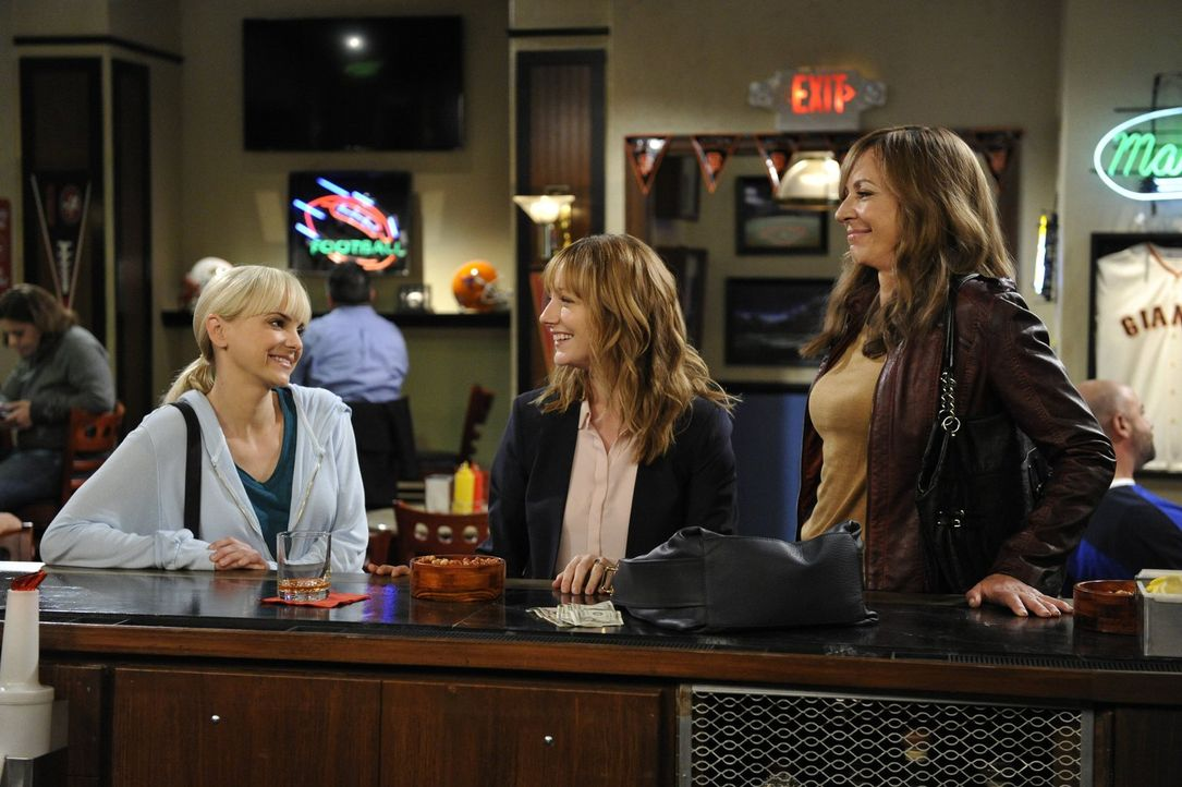 Bonnie (Allison Janney, r.) und Christy (Anna Faris, l.) wollen Michelle (Judy Greer, M.) helfen, wieder auf die Beine zu kommen, doch braucht diese... - Bildquelle: 2015 Warner Bros. Entertainment, Inc.
