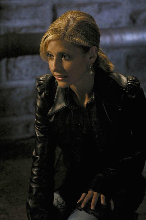 Buffy (Sarah Michelle Gellar) geht zu einem Dinner mit Principal Wood. Während ihres Gesprächs erklärt er ihr, dass er der Sohn einer Jägerin ist, d... - Bildquelle: TM +   Twentieth Century Fox Film Corporation. All Rights Reserved.