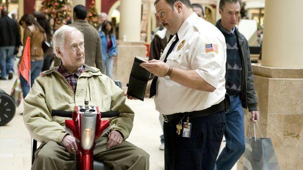 Der Kaufhaus Cop - Paul Blart (Kevin James, r.) sorgt im Kaufhaus für Recht u...