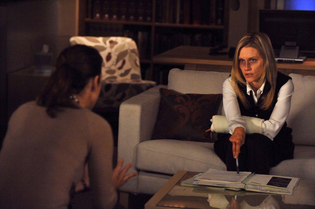 Charlotte (KaDee Strickland, r.) versucht mit den emotionalen Auswirkungen der Vergewaltigung fertig zu werden und beschließt, darüber zu schweige... - Bildquelle: ABC Studios