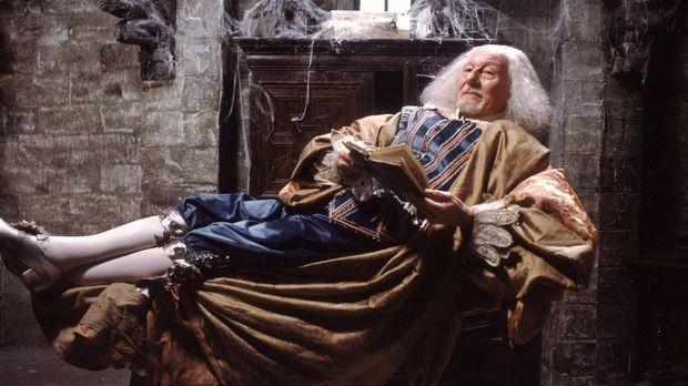 Der Geist Sir Simon de Canterville (John Gielgud) denkt gar nicht daran, sich...