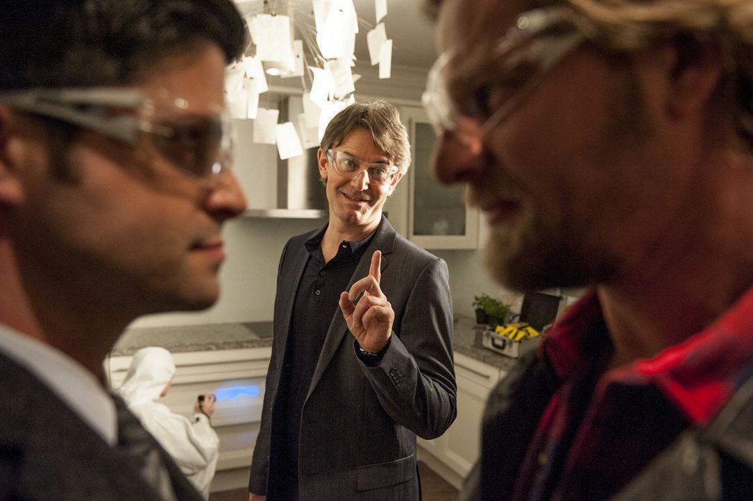 Ein bisschen Spaß muss sein: (v.l.n.r.) Andreas (Maximilian Grill), Meisner (Robert Lohr) und Mick (Henning Baum) ... - Bildquelle: Martin Rottenkolber SAT.1