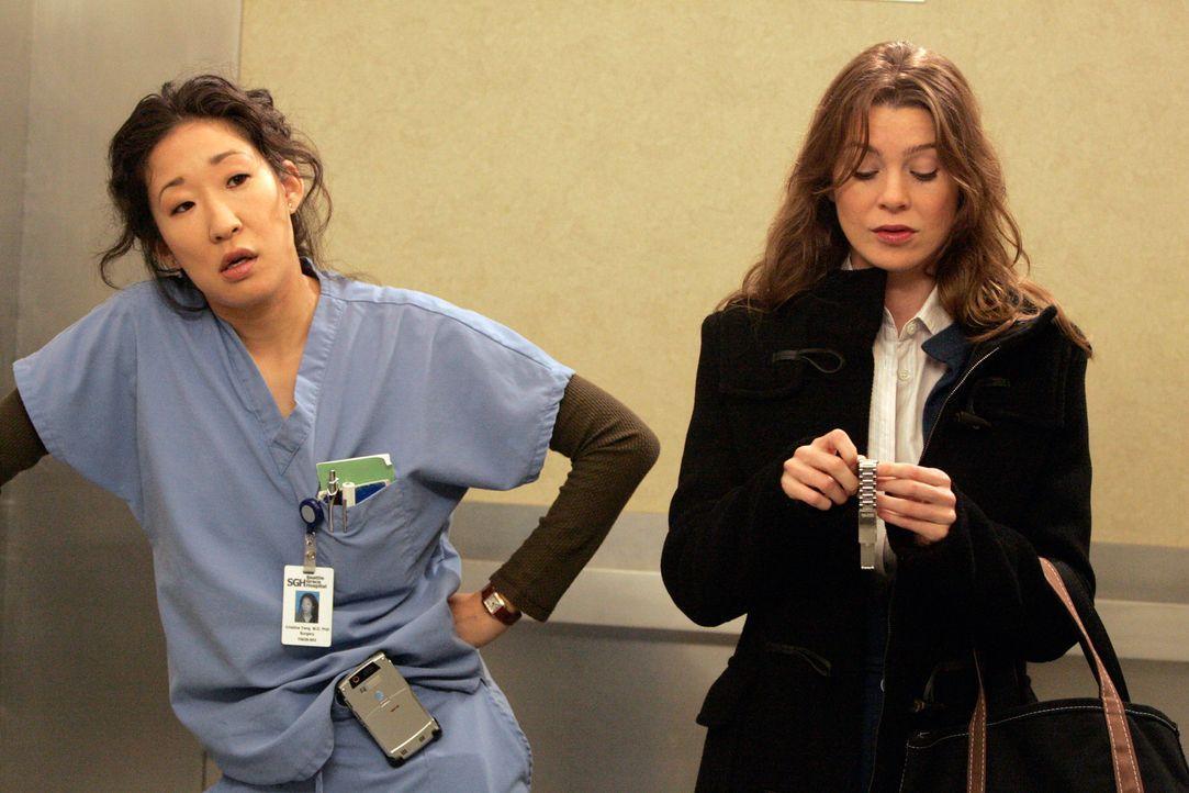 Cristina (Sandra Oh, l.) ist genervt von Collin und kotzt sich deshalb bei Meredith (Ellen Pompeo, r.) aus ... - Bildquelle: Touchstone Television
