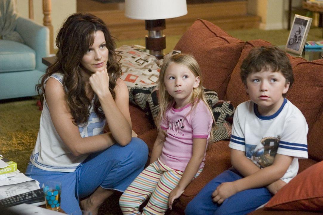 Der stets gestresste Michael Newman hat eine reizende Familie: Ehefrau Donna (Kate Beckinsale, l.), Tochter Samantha (Tatum McCann, M.) und Sohneman... - Bildquelle: Sony Pictures Television International. All Rights Reserved.