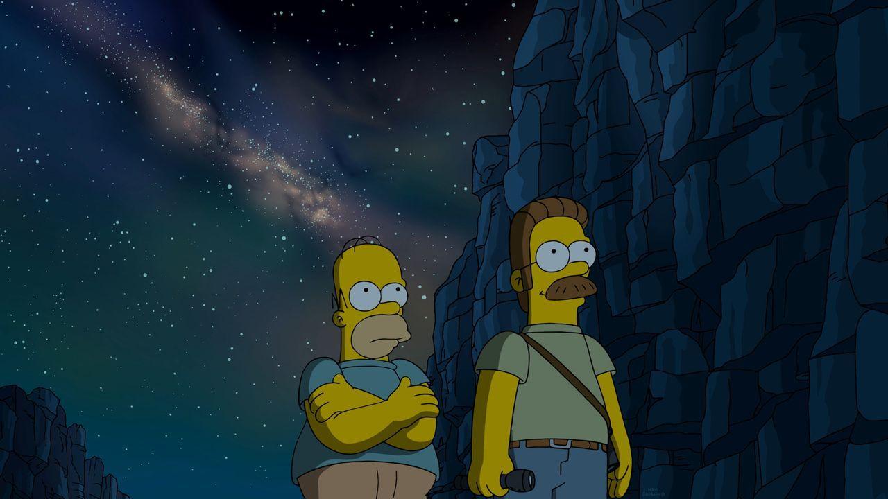 Maggie will mal wieder nicht schlafen und deswegen erzählt ihr Homer (l.) eine ganz besondere Gute-Nacht-Geschichte von sich und Ned Flanders (r.) .... - Bildquelle: 2015 Fox and its related entities.  All rights reserved.