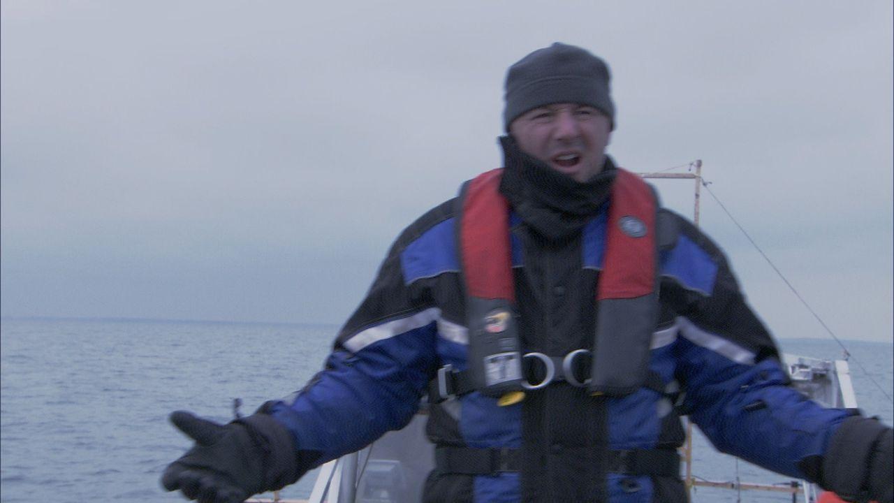 Da Lake Saint Pierre langsam zuzufrieren beginnt, schickt Ray Tremblay (Bild) sein MINE EOD Team ins Wasser. Eistauchen ist sehr gefährlich, doch fü... - Bildquelle: 2012 PIXCOM PRODUCTIONS INC.