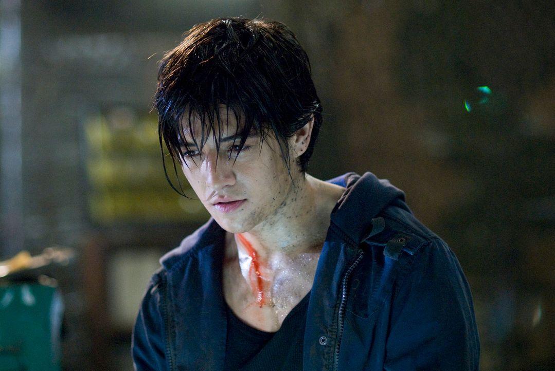 """Jin (Jon Foo) ist ein Straßenkämpfer. Als seine Mutter von den Soldaten des Großkonzerns """"Tekken"""" getötet wird, sinnt er auf Rache. Er will die Vera... - Bildquelle: 2010 CST PRODUCTIONS, LLC   ALL RIGHTS RESERVED"""