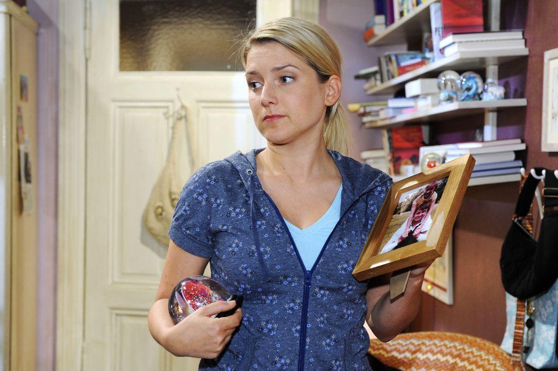 Anna (Jeanette Biedermann) ist entschlossen, nach Hamburg aufzubrechen. - Bildquelle: Oliver Ziebe Sat.1