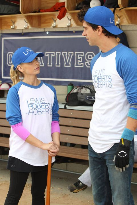Sydney (Sarah Michelle Gellar, l.) freundet sich mit Andrews (Hamish Linklater, r.) Freundin Nancy an, doch das gefällt ihm ganz und gar nicht ... - Bildquelle: 2013 Twentieth Century Fox Film Corporation. All rights reserved.