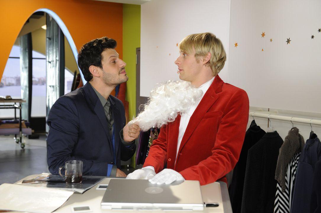 Was hat Luca (Manuel Cortez, l.) mit Virgin (Chris Gebert, r.) vor? - Bildquelle: SAT.1