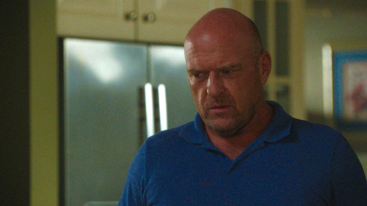 Wie weit würde Big Jim (Dean Norris) gehen, um endlich wieder die Kontrolle über seine Stadt zu bekommen? - Bildquelle: 2015 CBS Studios Inc.