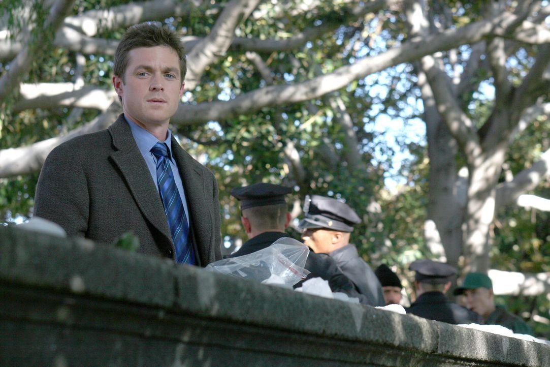 Auf der Suche nach Ian Norville, der nach einem Museumsbesuch verschwunden ist: Martin Fitzgerald (Eric Close) ... - Bildquelle: Warner Bros. Entertainment Inc.