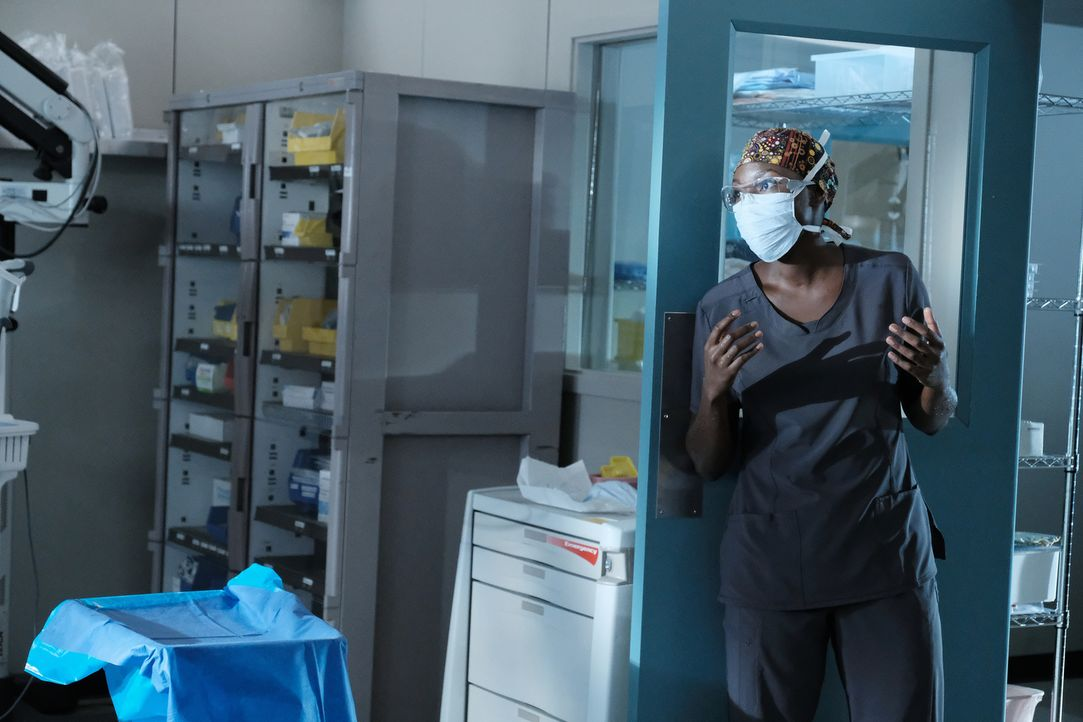 Kann Dr. Okafor (Shaunette Renée Wilson) dem Druck der Paralleloperationen standhalten? - Bildquelle: Guy D'Alema 2018 Fox and its related entities.  All rights reserved./ Guy D'Alema