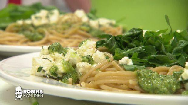 Pasta mit Feta und Pesto