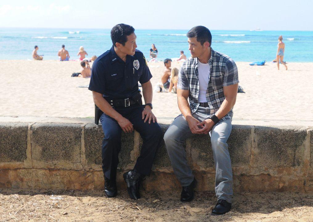 Hat Chin (Daniel Dae Kim, l.) in der Vergangenheit, Gabriel (Christopher Sean, r.), den Bruder seiner verstorbenen Frau, einen Gefallen getan und ih... - Bildquelle: 2013 CBS BROADCASTING INC. All Rights Reserved.