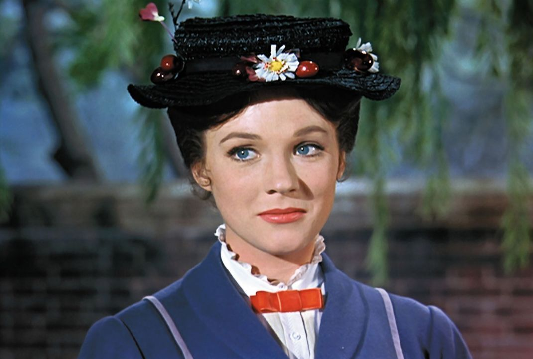 Ein ganz besonderes Kindermädchen: Mary Poppins (Julie Andrews) ... - Bildquelle: Walt Disney Company. All Rights Reserved.