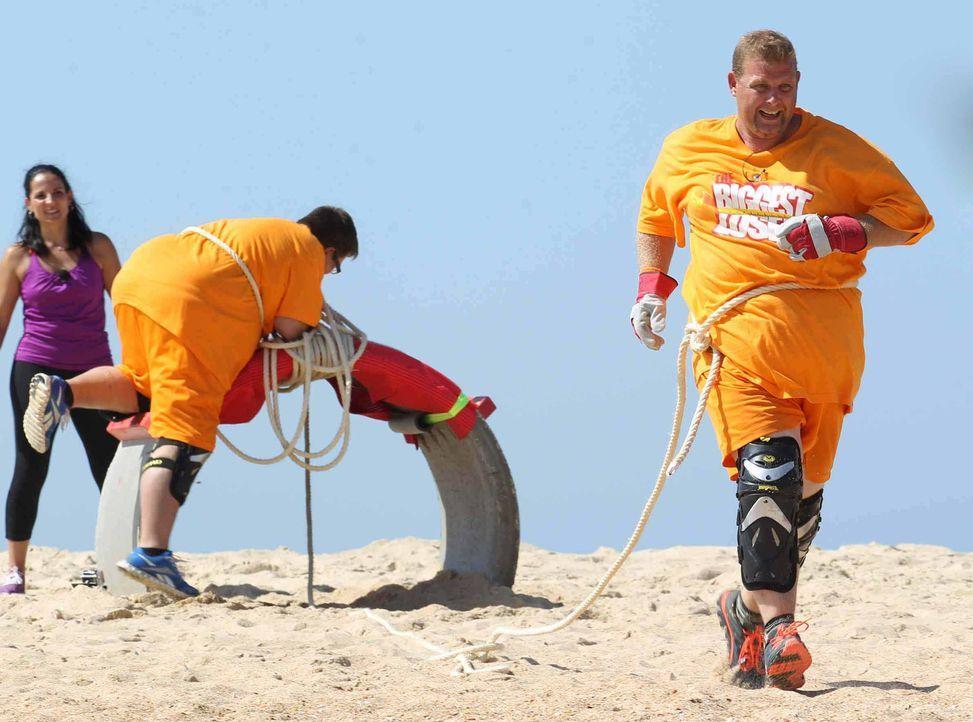 Starten in eine  gesünderes Leben: Markus (r.) und Bernhard (M.) mit Silke Kayadelen (l.) ... - Bildquelle: Enrique Cano SAT.1