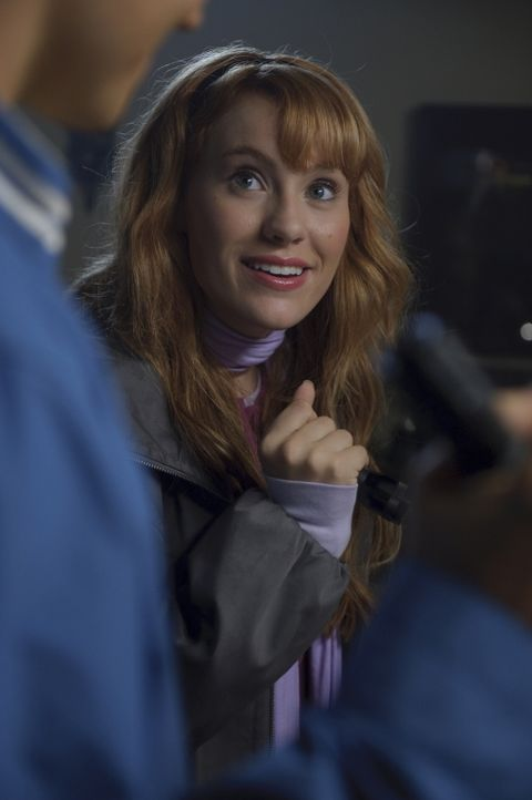 Daphne (Kate Melton) träumt seit ewigen Zeiten von einer Karriere als Schauspielerin. Eines Tages jedoch wird sie in eine mysteriöse Geschichte verw... - Bildquelle: 2009   Warner Brothers