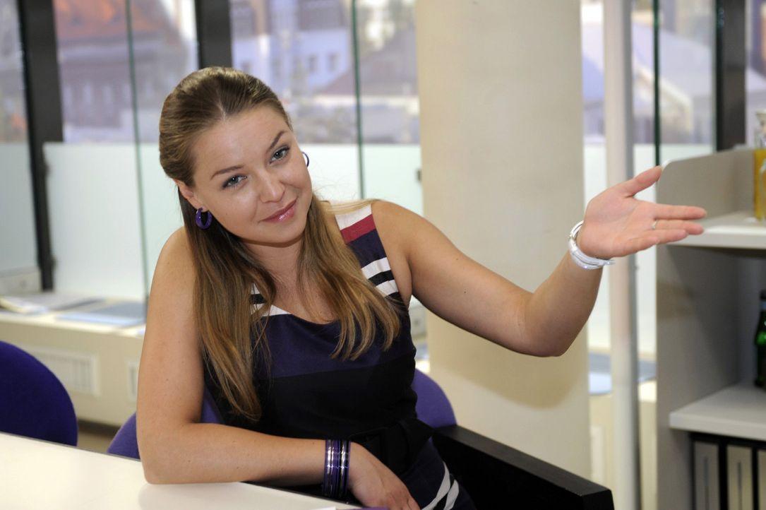 Anna ist überrascht, dass ausgerechnet Katja (Karolina Lodyga) sie unterstützt. - Bildquelle: Sat.1
