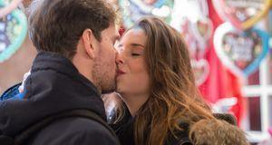 Der Jahrestag des ersten Kusses ist ein beliebtes Datum für den Heiratsantrag...