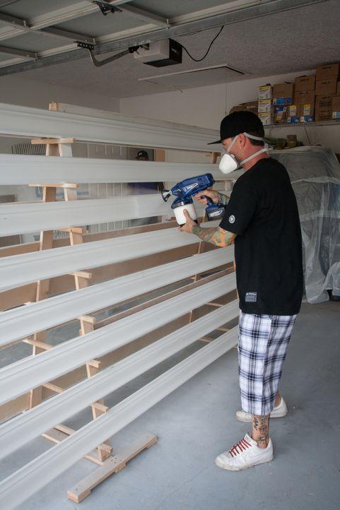 In wenigen Tagen möchte Vanilla Ice den potenziellen Käufern das renovierte Haus präsentieren. Jetzt fehlen nur noch ein paar letzte Arbeiten, Möbel... - Bildquelle: 2014, Departure Films.