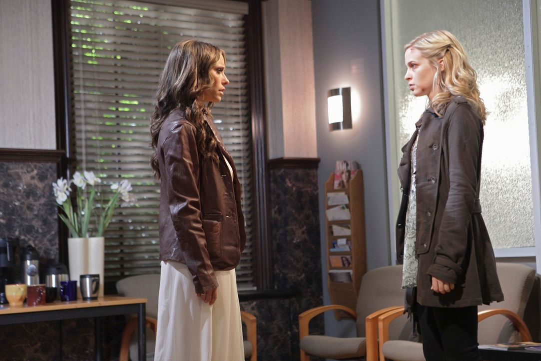 Der Geist der jungen Gwen Collier (Amy Gumenick, r.) findet keine Ruhe, da sie glaubt dafür verantwortlich zu sein, dass ihre Mutter im Koma liegt.... - Bildquelle: ABC Studios