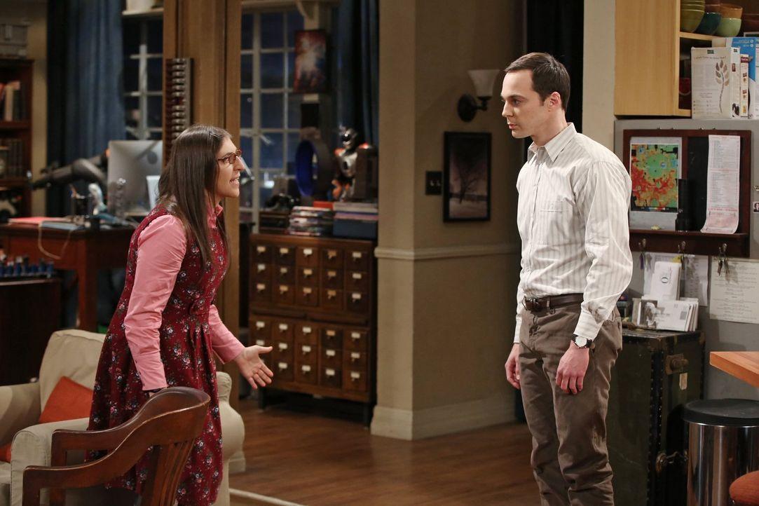 Der Streit zwischen Amy (Mayim Bialik, l.) und Sheldon (Jim Parsons, r.) eskaliert, als der Comic-Fan eine unbedachte Bemerkung über eine neue Serie... - Bildquelle: Warner Bros. Television