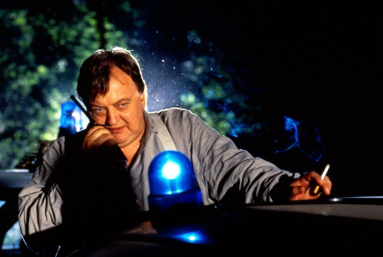 Paule Pietsch (Dieter Pfaff) ist sich sicher: Auch das Phantom Dagobert wird mal müde und macht einen Fehler ... - Bildquelle: Ronald Siemoneit Sat.1