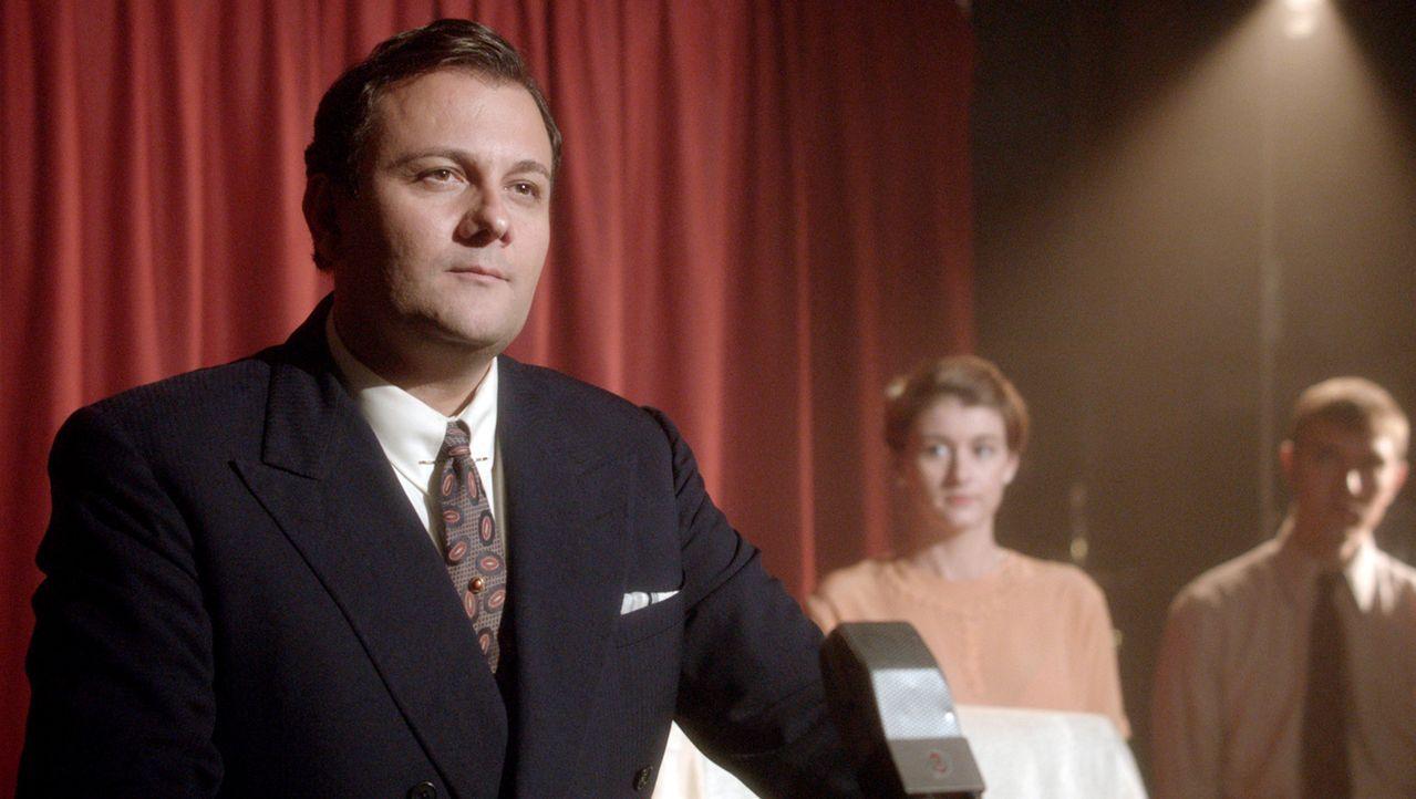 Pionier der Fernsehgeschichte: Bei der Weltaustellung 1939 in New York führte David Sarnoff (l.) die erste regelmäßige Fernsehsendung ein. - Bildquelle: NAT GEO