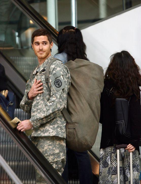 Justin (Dave Annable) muss bereits zwei Tage früher als erwartet in den Nahen Osten fliegen... - Bildquelle: Disney - ABC International Television