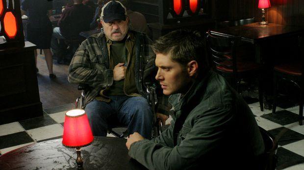 Die Brüder Sam und Dean (Jensen Ackles, r.) treffen auf einen Hexer, der ein...
