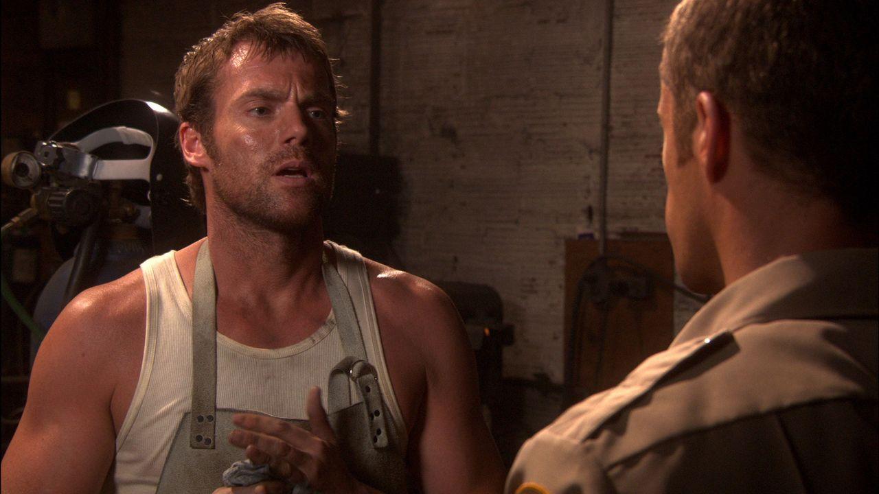 Was hat Dactylos (Michael Shanks, l.) mit den zu Rost verfallenen Metallen vor? - Bildquelle: Universal Television