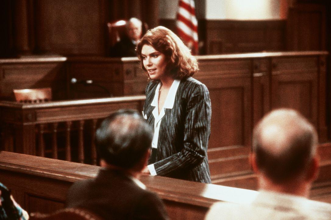 Die ehrgeizige junge Staatsanwältin Katheryn Murphy (Kelly McGillis, M.) lässt sich auf einen Handel mit der Gegenpartei ein ... - Bildquelle: Paramount Pictures