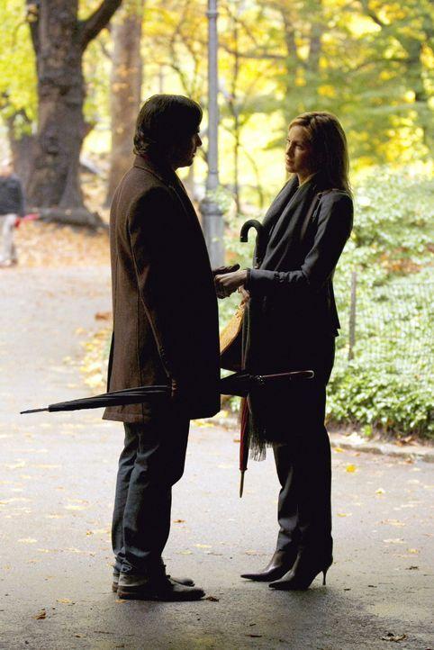 Lily (Kelly Rutherford, r.) und Rufus (Matthew Settle, l.) beschließen, es endlich miteinander zu versuchen. Doch dann kommt CeCe ins Spiel und gest... - Bildquelle: Warner Brothers