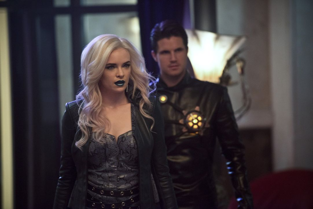Stehen auf Zooms Seite: Caitlin alias Killer Frost (Danielle Panabaker, l.) und Ronnie alias Deathstorm (Robbie Amell, r.) ... - Bildquelle: Warner Bros. Entertainment, Inc.