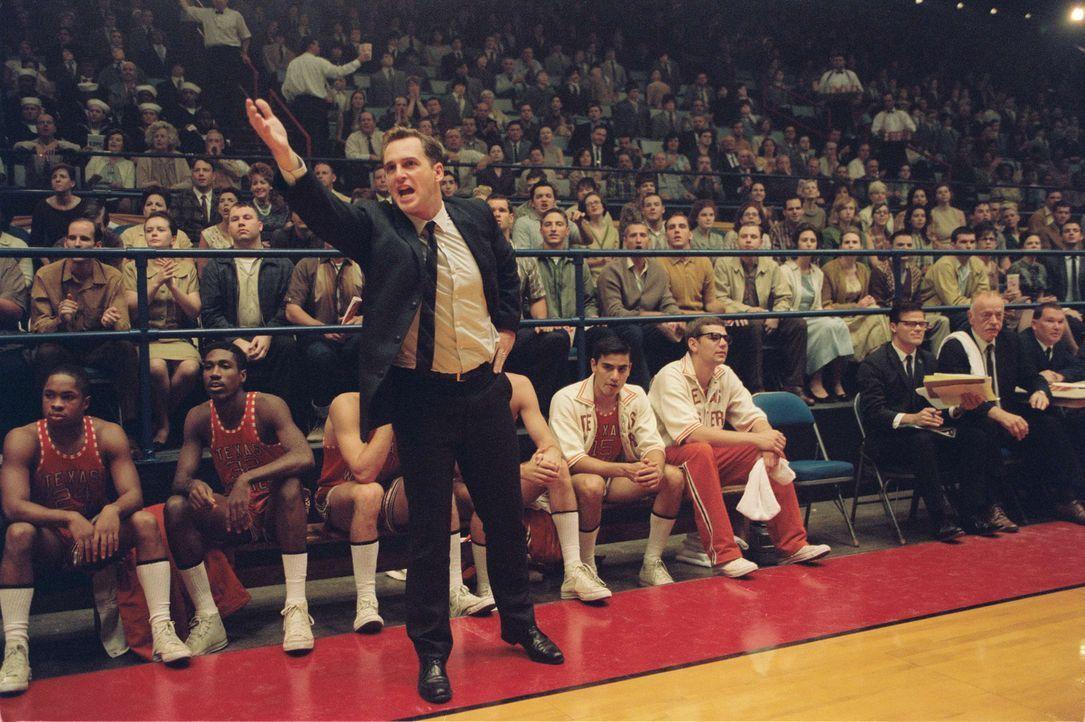 1966: Für Basketballtrainer Don Haskins (Josh Lucas) zählt allein der Sieg. Weil seinem texanischen College das Geld für teure Spieler fehlt, rek... - Bildquelle: Disney Enterprises, Inc / Bruckheimer Films.  All rights reserved