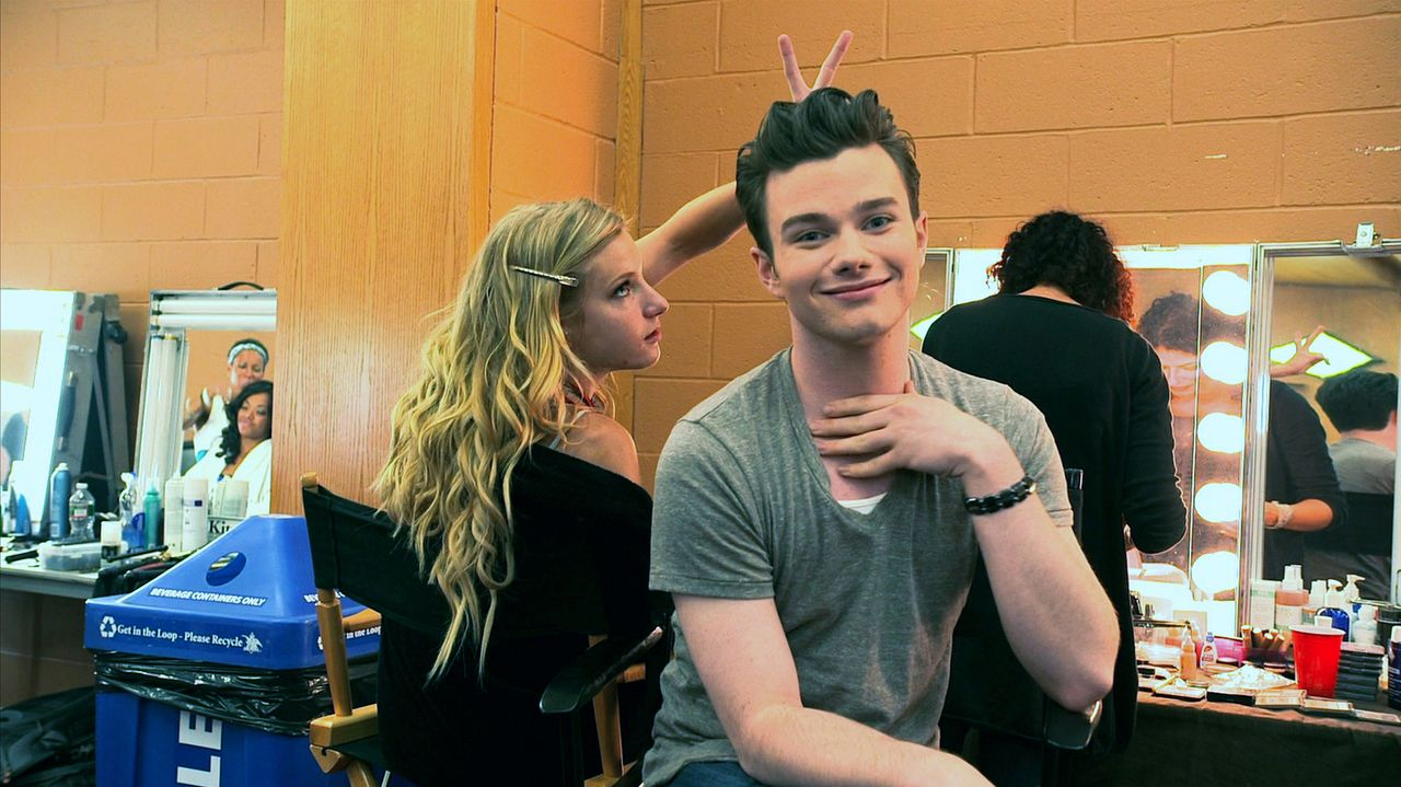 Backstage: Brittany (Heather Morris, l.) und Kurt (Chris Colfer, r.) ... - Bildquelle: TM and   2011 Twentieth Century Fox Film Corporation.  All rights reserved.