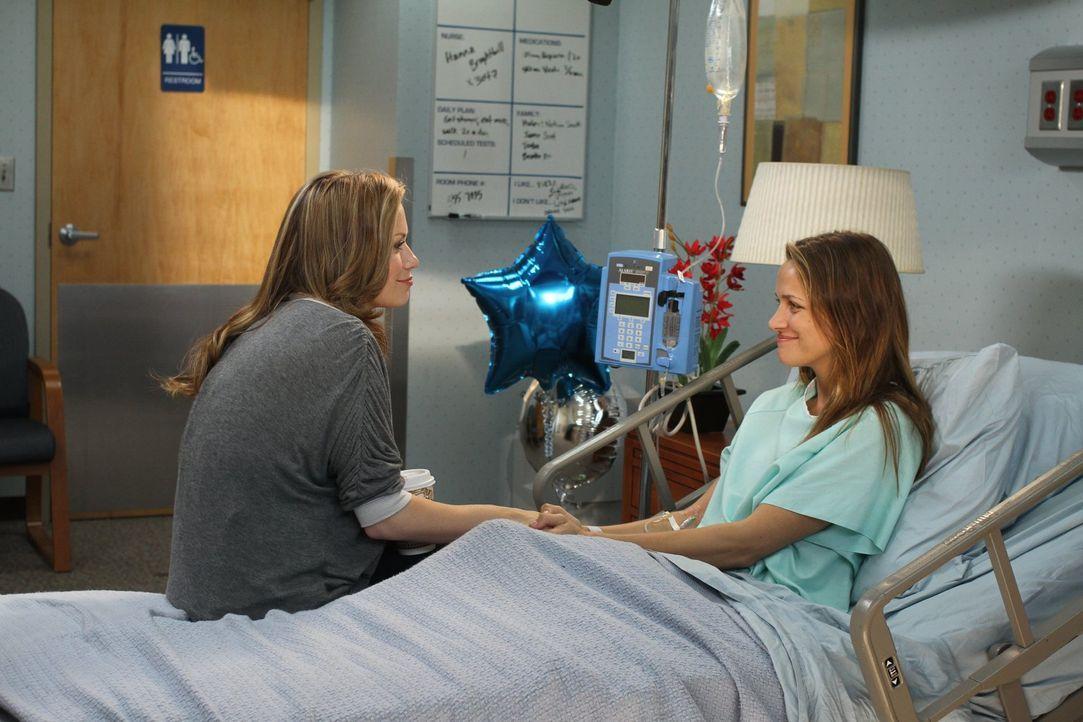 Die Zeit im Krankenhaus ist weder für Haley (Bethany Joy Lenz, l.), noch für Quinn (Shantel VanSanten, r.) leicht ... - Bildquelle: Warner Bros. Pictures