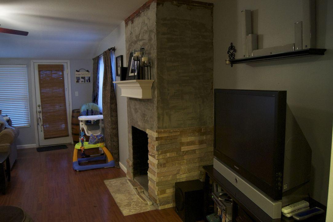 In diesem Raum soll endlich eine Essecke entstehen. Josh Temple und Hausbesitzer Donovan packen an ... - Bildquelle: 2011, DIY Network/Scripps Networks, LLC.  All Rights Reserved