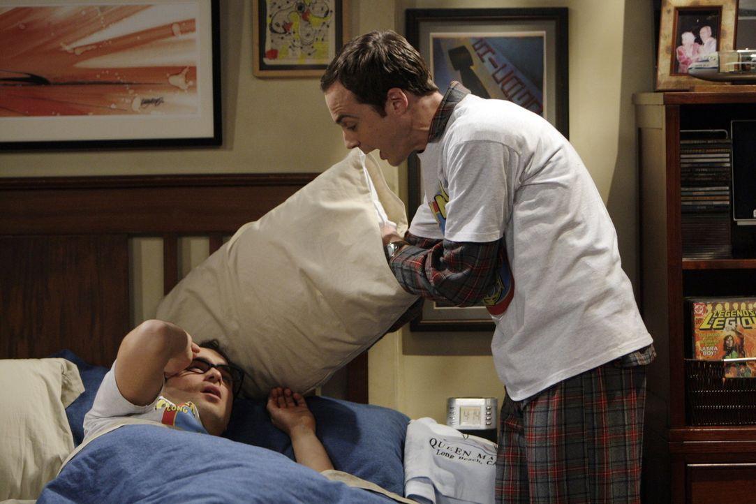 Nach und nach wird ihnen klar, was sie mit ihrer Lüge angerichtet haben: Leonard (Johnny Galecki, l.) und Sheldon (Jim Parsons, r.) ... - Bildquelle: Warner Bros. Television