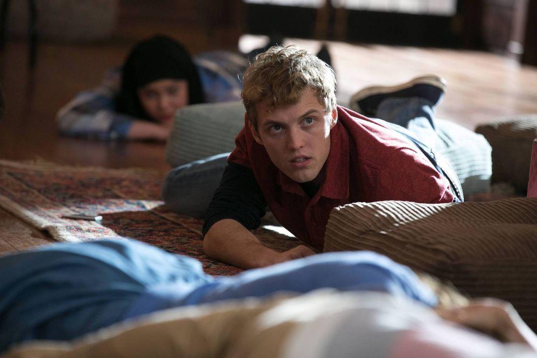 Stecken Luke (Brandon Ruiter) und die anderen Schüler in Lebensgefahr? - Bildquelle: 2013-2014 NBC Universal Media, LLC. All rights reserved.