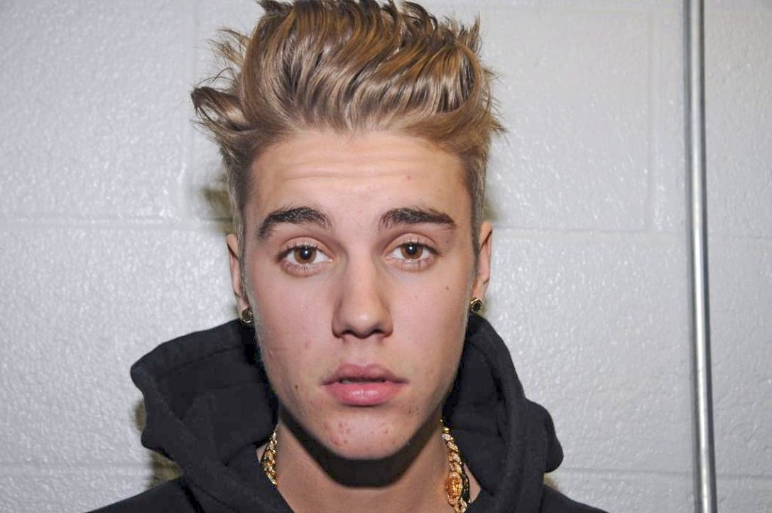 Justin-Bieber-Miami-Beach-Photo-Handout-4-140304-dpa - Bildquelle: dpa/MIAMI BEACH POLICE DEPARTMENT