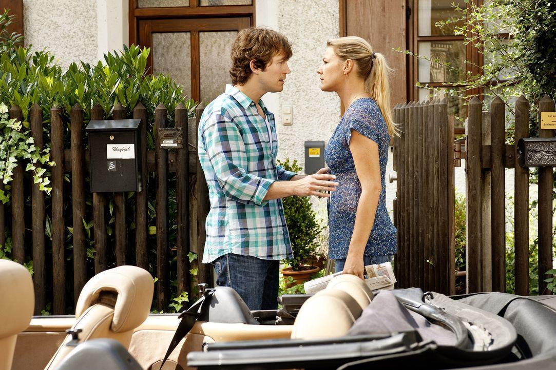 Als Jule (Sophie Schütt, l.) von Ariane erfährt, dass ihr Robin (Stefan Murr, l.) für eine PR-Aktion wahre Liebe vorgegaukelt hat, bricht sie die... - Bildquelle: Marco Nagel SAT.1