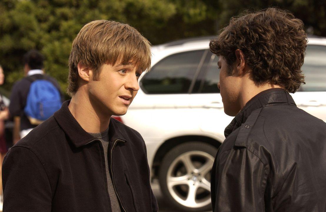 Haben so ihre Probleme: Seth (Adam Brody, r.) und Ryan (Benjamin McKenzie, l.) ... - Bildquelle: Warner Bros. Television