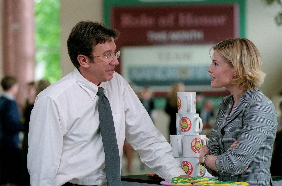 Die sich anbahnende Romanze mit Meg Harper (Julie Bowen, r.) wird durch Joes (Tim Allen, l.) Rambo Allüren gestört ... - Bildquelle: 20th Century Fox