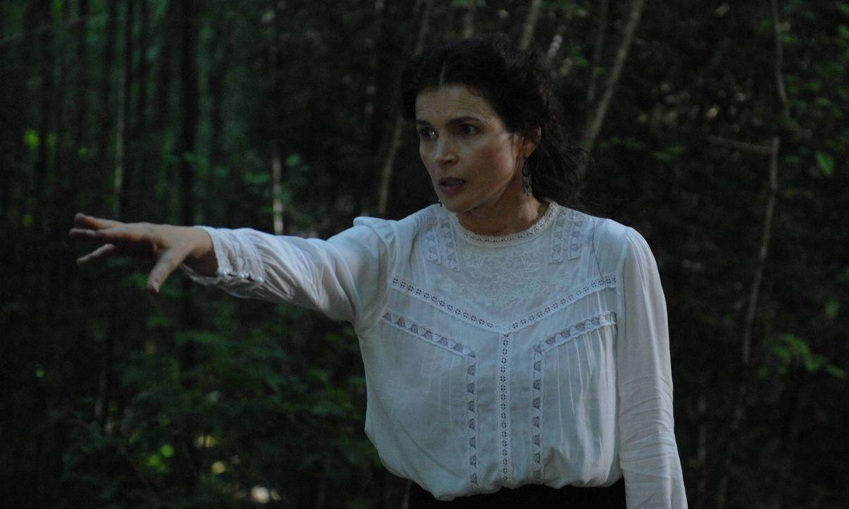 Joanna (Julia Ormond) wird von wiederkehrenden Träumen, in denen sie vom Formwandler gejagt wird, geplagt ... - Bildquelle: 2013 Twentieth Century Fox Film Corporation. All rights reserved.