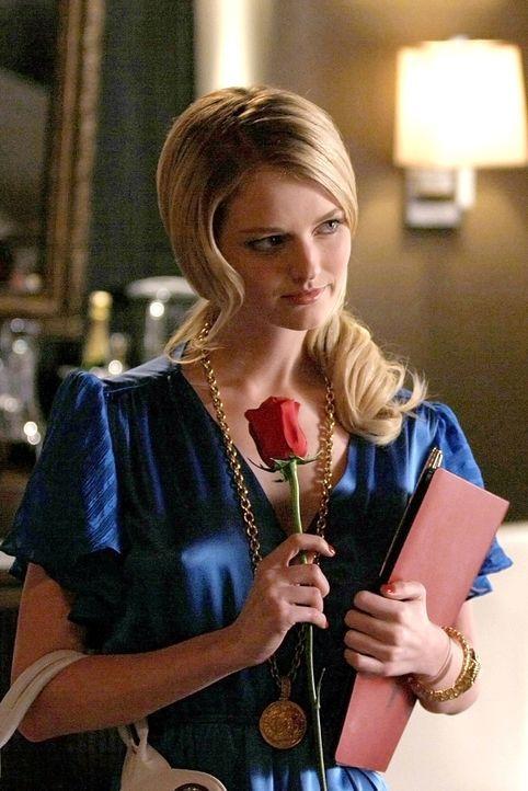 Der alte Chuck ist zurück: Anstatt den Sommer mit Blair in Europa zu verbringen, setzt er alles daran, die hübsche Amelia (Lydia Hearst) rumzukrie... - Bildquelle: Warner Bros. Television