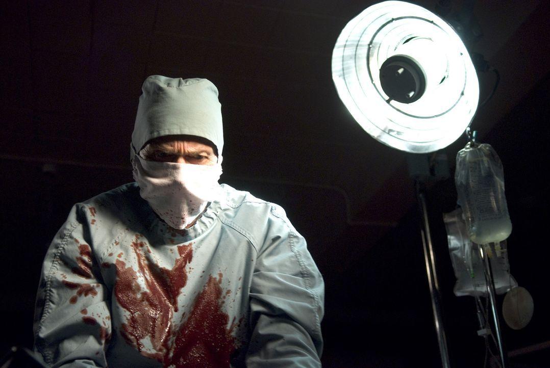 Führt Dr. Lacan (Stephen Rea) unmenschliche Experimente an Kindern durch? - Bildquelle: Sony 2007 CPT Holdings, Inc.  All Rights Reserved.